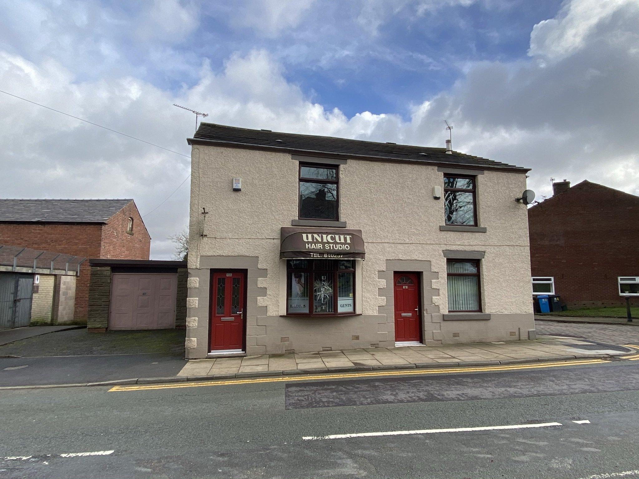 Rochdale Road, Shaw, Oldham OL2 7PD