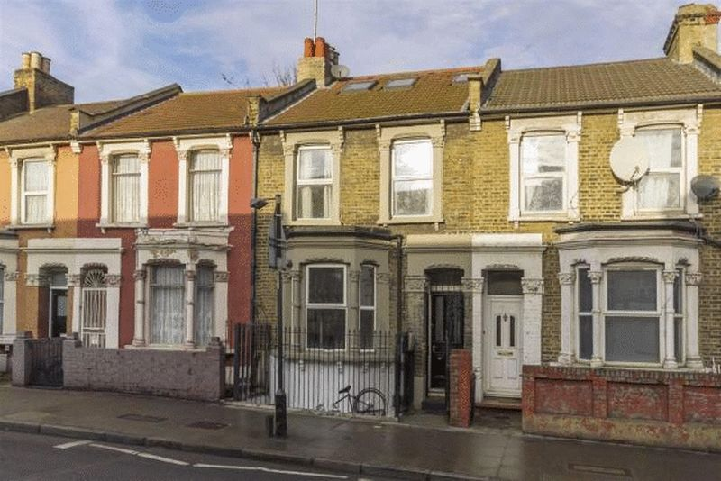3 Bedrooms Property for sale in Homerton High Street, London E9 6BB