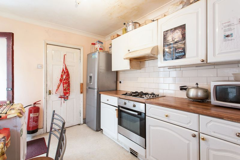 """4 Bedrooms Property for sale in """"Registered HMO"""" Harcourt Avenue, London E12"""