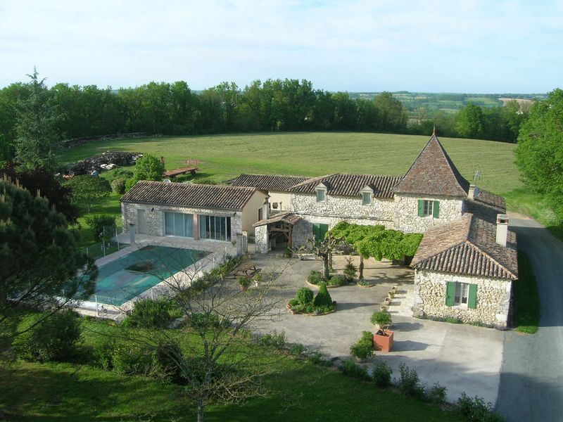 Lovely stone perigourdine house with large inground pool