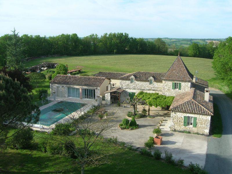 Lovely stone perigourdine house with large inground pool