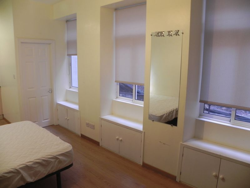 Property in Lynches Lane Image 3