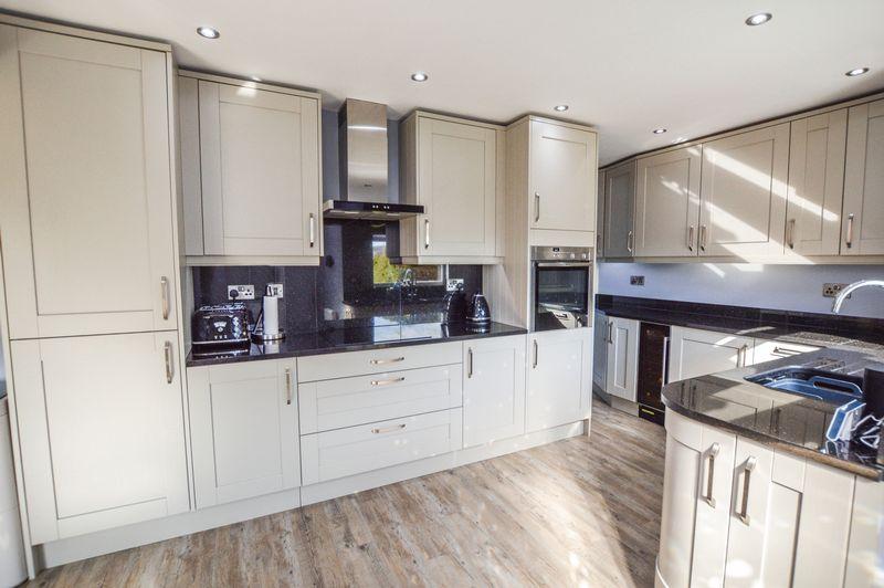 4 Bedrooms Property for sale in Cedar Road, Stamford