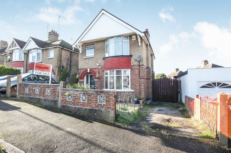 3 Bedrooms Property for sale in Windermere Crescent, Luton