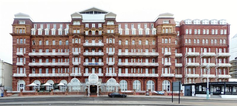 Hilton Metropole Court, Kings Road, Brighton property to let in Seafront, Brighton by Coapt